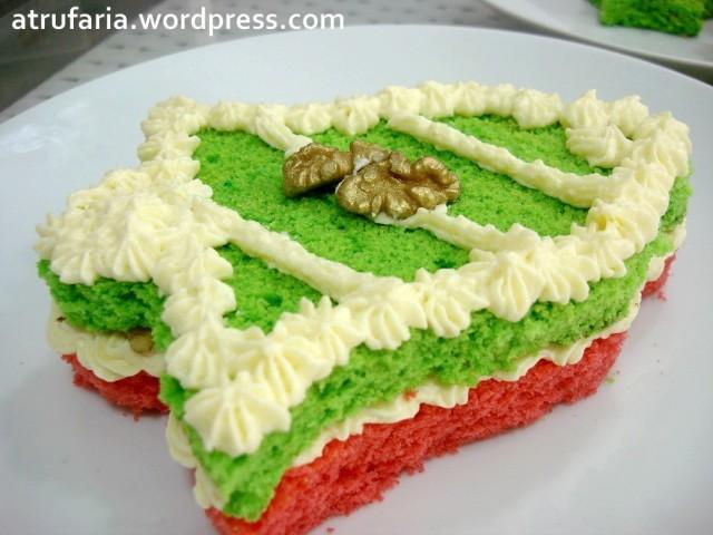 Sino Mini Cake, com cerca de 20 cm. Recheio de Buttercream e Nozes.