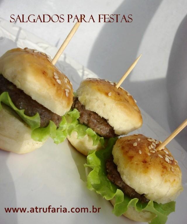 Mini Hamburger em várias versões... X salada,  Cheddar,  é só imaginar...