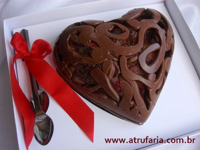 Coração Vazado De Colher : Trufa de Morango, Brigadeiro, Trufa de Nozes - Todas cremosas, pra degustar na colherzinha...