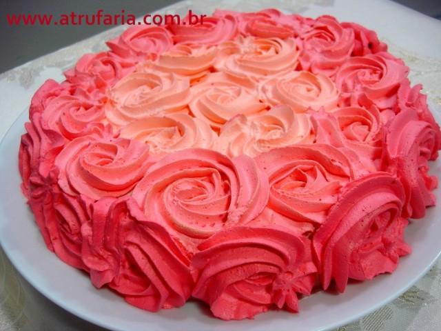 Esta cobertura, em Chantily de chocolate branco, pode ser feita em qualquer sabor de bolo