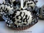 Cakepops com as iniciais do casal