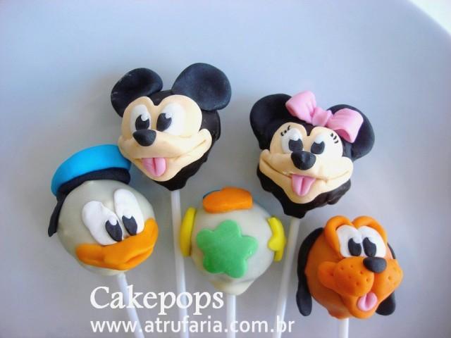 Cakepops - Bolo no palito, sabor chocolate com cereja