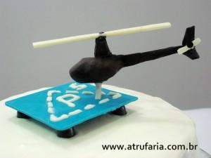 O  helicoptero R44, foi esculpido em chocolate