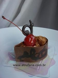Gota Cereja - Gota de Chocolate ao leite recheada com Trufa Mousse e Cereja inteira