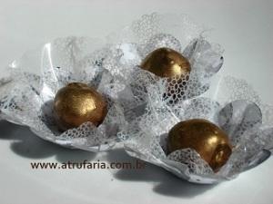 Trufas Douradas - sabor chcocolate ao leite ou meio amargo.
