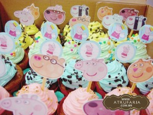 Mini Cupcakes com tags das personagens, vários sabores