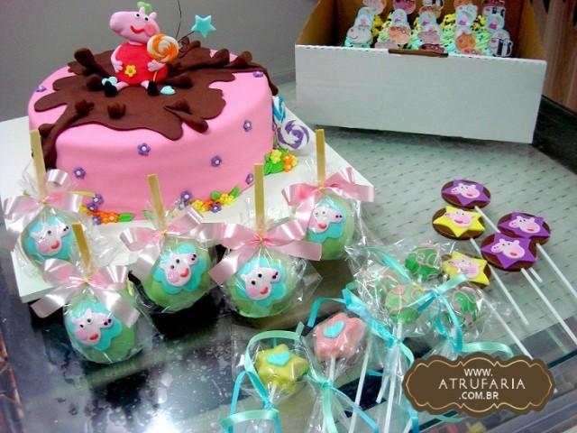 Bolo, Maçãs decoradas com chocolate, pirulitos, cakepops, docinhos...