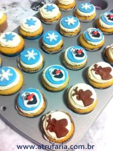 Mini cupcakes com aplique em pasta americana