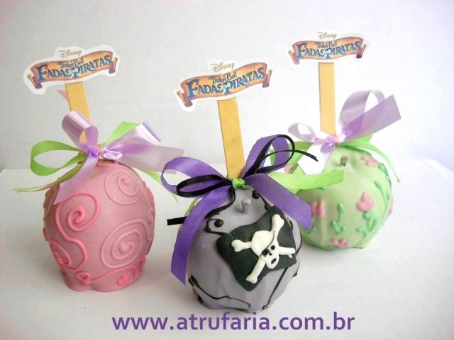 Maçãs decoradas com chocolate